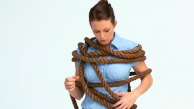 Businesswoman attached with a rope — Stock Video