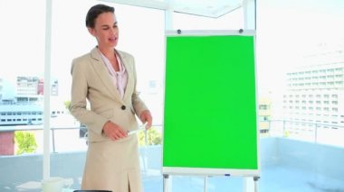 Woman in suit giving a presentation — Stock Video