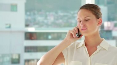 Beautiful woman phoning with a mobile — Stock Video