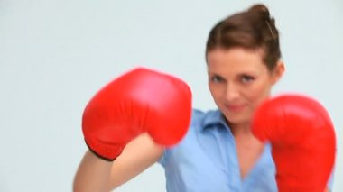 Woman with tied hair boxing — Stock Video