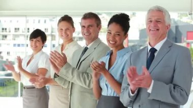 In suit applauding in line — Stock Video