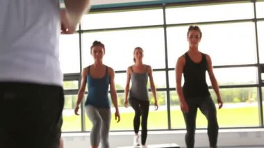 Trainer with his female aerobic group — Stock Video