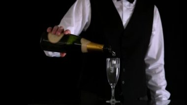 Waiter topping up champagne flute — Stock Video