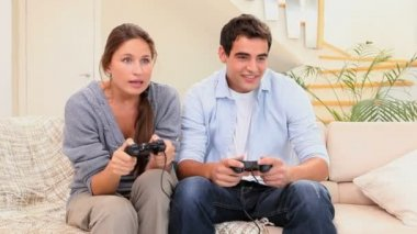 Friends playing a video game — Stock Video