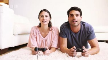 Friends playing video games — Stock Video