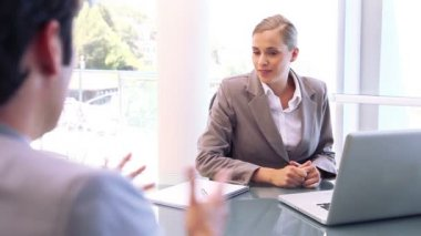 Smiling businesswoman talking with an man — Stock Video