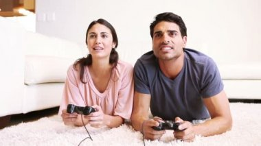 A young couple playing video games — Stock Video