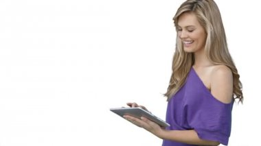Woman using a tablet computer — Stock Video