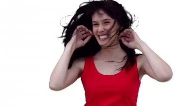 Femme caressant ses cheveux tout en dansant — Vidéo