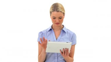 Blonde woman using a tablet computer — Stock Video