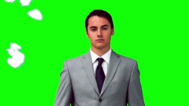 Человек в замедленном стоя под шары бумаги — Стоковое видео