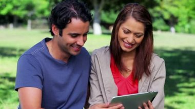 Smiling couple looking at a tablet pc — Stock Video