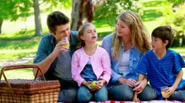 Family drinking orange juice — Stock Video
