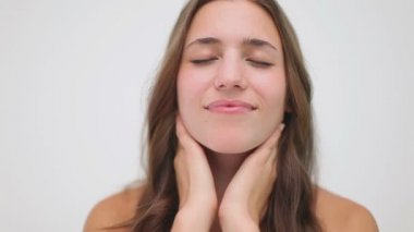 Happy brunette woman massaging her neck — Stock Video