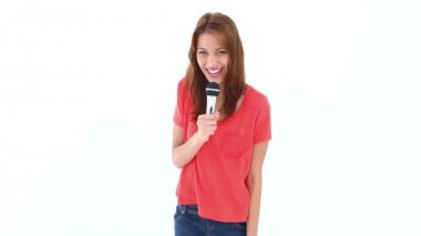 Brunette haired woman singing with a microphone — Stock Video