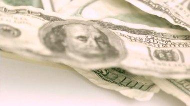 Soprado em super câmera lenta mostrando notas de mil dólares de dólares — Vídeo Stock