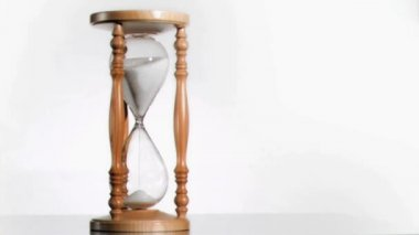 White sand in super slow motion falling from a hourglass — Stock Video