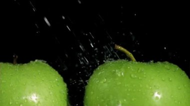 Green apples watered in super slow motion — Stock Video