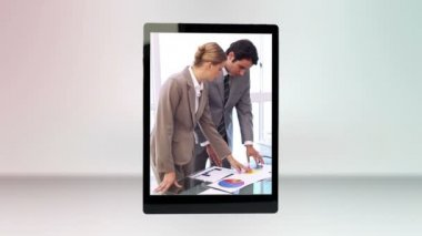 Business videos on a tablet computer — Stock Video