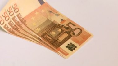 Fifty euro banknotes falling in super slow motion — Stok video