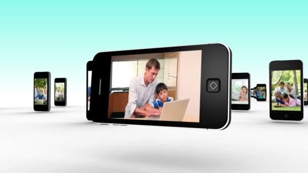 Familias usando el internet juntos — Vídeo de stock