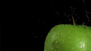 Apples being cleaned in super slow motion — Stock Video