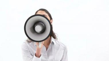 Donna di classe parlando in un megafono — Video Stock
