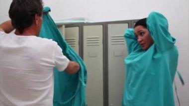 Kirurgen team dressing — Stockvideo