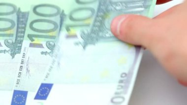 Hundred euro bills placed by a hand on a table — Stock Video