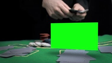Man throwing cards on the table — Stock Video