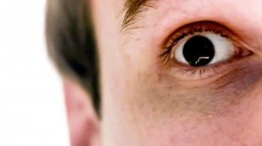 Man met yen symbool in zijn ogen in slow motion — Stockvideo
