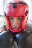Hombre en el equipo de boxeo — Foto de Stock