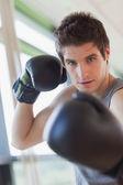 El hombre es boxeo — Foto de Stock