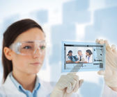 Woman pointing on picture of doctor and nurses loking at x ray o — Stock Photo