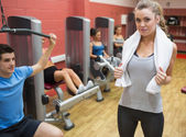 Female trainer teaching her fitness class — Stock Photo