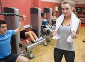 Female trainer teaching her fitness class — Stock Photo