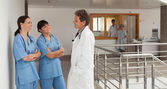 Doctor and two nurses discoursing in a hospital — Stock Photo