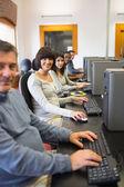 Classe computer sorridente — Foto Stock