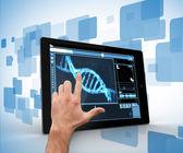 男人碰平板电脑与 dna 界面 — 图库照片