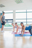 Yoga class with male instructor — Stock Photo