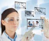 Laboratory technician selecting images — Stock Photo