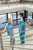 Two nurses standing opposite each other in the stairwell — Stock Photo