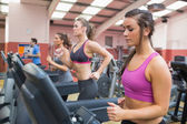 Exercising in the gym — Stock Photo
