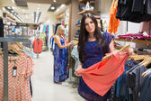 Women looking at clothes — Foto Stock
