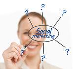 Frau zeichnen linie vom sozialen marketing brainstorm — Stockfoto