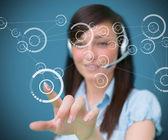 Kadın selcting telefon sembolünden dijital arabirimi — Stok fotoğraf