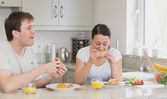 Young couple eating lunch — Stock Photo