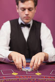 Dealer shuffling the deck — Stockfoto