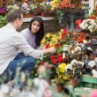 Couple discussing which flowers to buy — Stock Photo