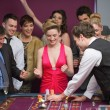 Foto Stock: Cheering at roulette table